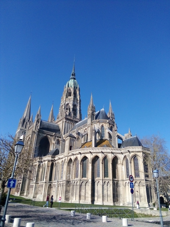Je suis de retour en Normandie, dans ma ville nataleBayeux